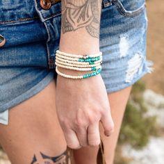 bebycat #bijoux #bebycat #turquoise bracelet multi-tour bois coco turquoises chips perle keshi  de #Tahiti #bebycat.com #jewels #trends2016 #ethnic