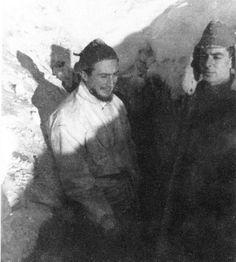 Russia dicembre 1942, il Tenente Mario Gariboldi (Figlio del Gen Italo Gariboldi) del 5° Alpini della Tridentina, in un camminamento scoperto sul Don - pin by Paolo Marzioli