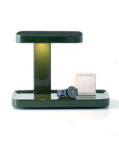 Lámpara Piani de FLos, con una base para proyectar tus objetos
