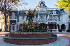 Get Spooked at Six Flags Halloween Fright Fest