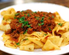 How to make an Italian style Bolognese (Meat Sauce) for pasta, completely from scratch. Very easy!