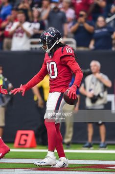News Photo : Houston Texans wide receiver DeAndre Hopkins gets...