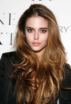 Clara Alonso's hair color