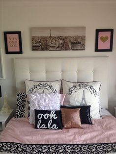 We love how @Cassandra Guild Nicholas has displayed her Miss Poppy Design prints! Gold, foil, prints, misspoppy, pink, pretty, heart, xoxo, paris, bedroom, theme