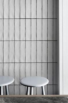70 Best Ideas for wall design cafe white tiles Subway Tile Patterns, Grey Subway Tiles, Subway Tile Kitchen, Metro Tiles Kitchen, Modern Kitchen Tiles, White Wall Tiles, Herringbone Tile, Brick Tiles, Handmade Tiles