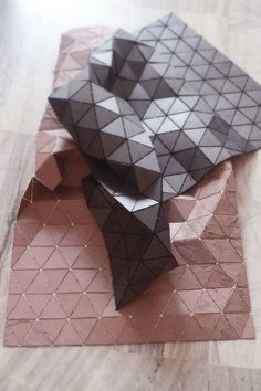 Belgian-born, Mumbai-based designer and architect Dominik Raskin created 'tectonic rugs' from flexible stone veneer. Architecture Pliage, Folding Architecture, Bts Art, Stone Rug, Kartell, Stone Veneer, Triangle Pattern, 3d Prints, Light Project