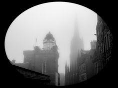 Peeping the Foggy Old Town (Edinburgh, Scotland. #Photograph by Gustavo Thomas © 2014)