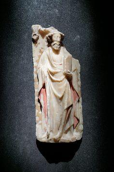 Apôtre, albâtre, fin du XVe siècle, Abbeville, Musée Boucher-de-Perthes