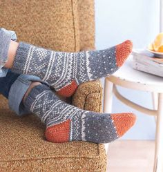 Knitted Yarn Patterns and Knitting Tutorials Weekend Socks - Knitting Daily Crochet Socks, Knitting Socks, Hand Knitting, Knitting Patterns, Knit Crochet, Knit Socks, Alpaca Socks, Crochet Patterns, Knitting Daily
