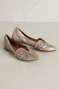 Lydia Lasercut Loafers from Anthropologie. These look like mojdis. Great to wear with a salwar kameez. Ballerinas, Crazy Shoes, Me Too Shoes, Keds, Fashion Shoes, Fashion Accessories, Style Fashion, Petite Fashion, Curvy Fashion
