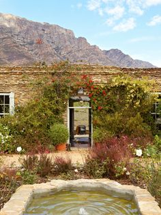 You'll find Bobbejaansberg, a low-slung, wisteria-covered, Karoo slate home and the most perfect hideaway in Barrydale in the Klein Karoo. Places To Travel, Places To Go, Building Stone, Rustic Interiors, Rustic Design, Garden Planning, Countryside, South Africa, Beautiful Homes