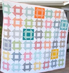 """The multi talented Diane from Random thoughts.do or """"di """" made this """"Pezzy Chrun Dash"""" quilt. How cute is this picnic quilt? Quilt Festival, Scrappy Quilts, Baby Quilts, Patch Quilt, Quilt Blocks, Churn Dash Quilt, Traditional Quilt Patterns, Layer Cake Quilts, Picnic Quilt"""