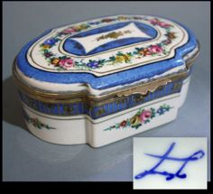 SEVRES JEWEL BOX 19th CENTURY FRENCH PORCELAIN ORMOLU ~1860 ROSE PATTERN Antique Hutch, Jewelry Dresser, Bottle Box, Tea Pot Set, Music Boxes, Little Boxes, Jewel Box, Small Boxes, Casket