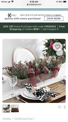 Christmas Centerpieces, Christmas Decorations, Table Decorations, Holiday Decor, Christmas Holidays, Christmas Wreaths, Beautiful Christmas, Crates, Floral