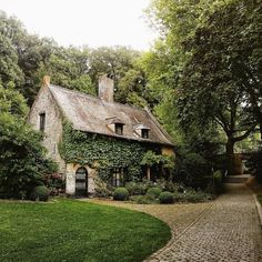 40 ideas farmhouse exterior stone cottages for 2019 Cozy Cottage, Cottage Homes, Cottage Style, French Cottage, Witch Cottage, Cottage Bedrooms, Storybook Cottage, Cottage In The Woods, Rustic Cottage