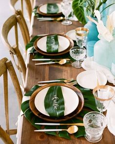 New party table design place settings Ideas Tropical Wedding Decor, Tropical Party, Tropical Weddings, Tropical Decor, Modern Tropical, Décor Tropical, Tropical Prints, Tropical Design, Tropical Vibes
