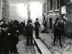 Barricade at City Hall, Dublin Dublin Street, Dublin City, Ireland 1916, Dublin Ireland, Old Pictures, Old Photos, Scotland History, Michael Collins, History Projects
