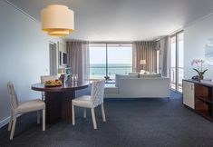 Lagoon Beach Hotel & Spa - Cape Town -Phronesis Hotel Booking Pool Side Bar, V&a Waterfront, Internal Design, Bedroom With Ensuite, Rooftop Bar, Beach Hotels, Lounge Areas, Hotel Spa, Cape Town