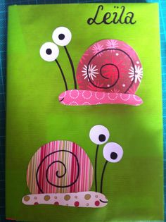 Escargots rigolos sur les agendas cette année! Papiers fantaisies, papier blanc et feutres noirs. Insect Crafts, Bug Crafts, Diy And Crafts, Arts And Crafts, Paper Crafts, Summer Preschool Activities, Preschool Crafts, Crafts For Kids, Snail Craft