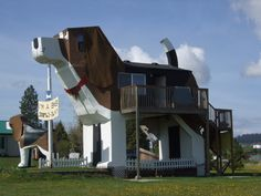 IDAHO: DOG BARK PARK  U.S. 95 is home to Dog Bark Park, a hotel that doubles as the world's biggest beagle.