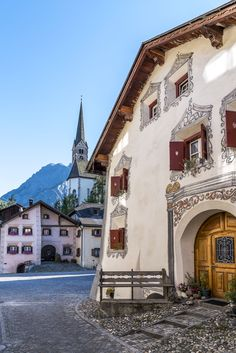 Historic Houses in Scuol Switzerland House, Chur, Historic Houses, Basel, Alps, Amazing Places, Countryside, The Good Place, Vacations