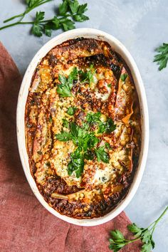 Vegetarische paddenstoelenlasagne van Ottolenghi - Culy.nl Veggie Recipes, Pasta Recipes, Dinner Recipes, Healthy Recipes, Tasty Vegetarian, Otto Lenghi, I Love Food, Good Food, Feta Pasta