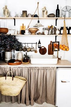 Dont disregard open shelving in your modern kitchen. It doesnt have to be just a functional choice. Properly styled, open shelving can totally enhance the look of your contemporary kitchen. Here we share five ideas to inspire your own kitchen shelving! Boho Kitchen, Rustic Kitchen, Kitchen Dining, Antique Kitchen Decor, Diy Kitchen, Kitchen Ideas, Home Interior, Interior Design Kitchen, Natural Interior
