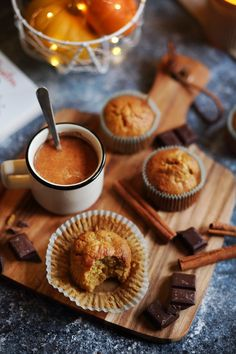 I like to incorporate butternut squash into desserts. And muffins are no exception. Yogurt Muffins, Healthy Muffins, Healthy Food, Vanilla Recipes, Sweet Recipes, Quinoa Lunch Recipes, Pumpkin Yogurt, Cocoa Cookies, Sandwiches
