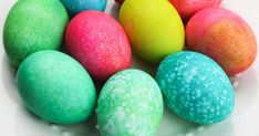 These easy Easter Eggs dyed with rice are super fun, and you can likely make them from items in your pantry like food coloring and vinegar! Food Coloring Egg Dye, Coloring Easter Eggs, Easter Egg Dye, Easter Egg Crafts, Rainbow Rice, Kids Plates, Cup Of Rice, Egg Shape, Simple Bags