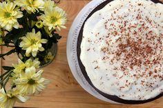 Red Wine Velvet Cake with Whipped Mascarpone Filling. Velvet Cake, Red Velvet, Healthy Desserts, How To Make Cake, Vanilla Cake, Red Wine, Spoon, Sugar, Cakes