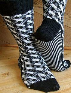 Plaid Play: Lattice Socks - Knitting Patterns and Crochet Patterns from KnitPick. Sweater Knitting Patterns, Knitting Socks, Hand Knitting, Crochet Patterns, Crochet Socks, Knitted Slippers, Knit Or Crochet, Lots Of Socks, Knit Stockings