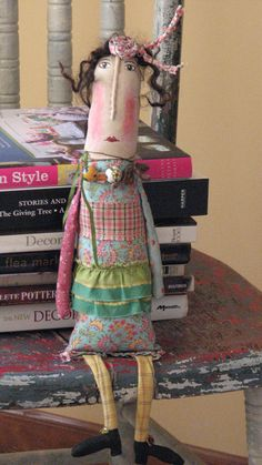 Vintage Mixed Media -Folk Art Doll(OfftheBeam on Etsy)Are you admiring my books or my boxy dress? Fabric Dolls, Fabric Art, Paper Dolls, Fabric Rosette, Ugly Dolls, Cute Dolls, Tilda Toy, Monster Dolls, Arte Popular