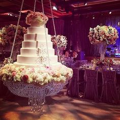 What do you ladies think of this hanging cake? Via @alexeventsinc _