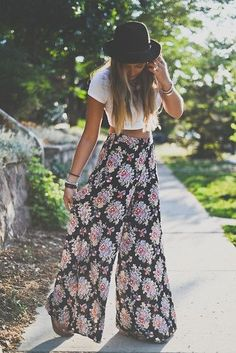 Bohemian Fashion: Hat, white crop top and printed white leg pants.