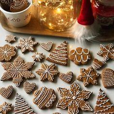 #gingerbread #christmasbaking #cookies #christmascookies #christmasdecor #decoration #royalicing #baking #christmas2017 #homemade #christmasdecorations #pepparkakor #pepparkaksbak #jul2017 #hembakat #lebkuchen #backen #weihnachten #weihnachtsdeko #joulupiparit #joululeivonta #leivonta #piparkakku #joulu #noel #icing #icingcookies #cookieart #leivojakoristele #gingerbreadcookies