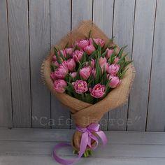 25 махровых Тюльпанов в натуральной упаковке
