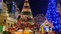 Erlebe die zauberhafte Weihnachtszeit im Disneyland Paris - triff Mickey Mouse und den Weihnachtsmann und erlebe die Frozen-Show mit Olaf, Anna und Elsa.
