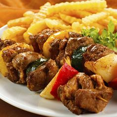 A popular summer main dish. Tender cubes of beef and sweet bell peppers marinated together is a classic savoury marinade.