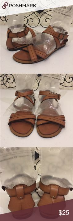 """Clark's Sandals EUC. Carmel brown with a """"smoky"""" outline effect. Padded foot bed. These aren't leather but they sure feel like it. PRICE FIRM🔒Check out the rest of my closet!💎 Clarks Shoes Sandals"""