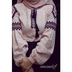 """3,768 Beğenme, 383 Yorum - Instagram'da Elif 🌸 #tesettur #hijab (@eminelifbutik): """"Pudra etnik trikomuz çok beğenildi 😍 . . Yeniden stokta Standart bedendir 55 liradır . ☺️ Bana…"""""""