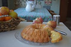 Queque de manzana y harina de almendras Muffin, Dairy, Cheese, Breakfast, Food, Almond Flour, Chocolate Cobbler, Fruit, Easy Recipes