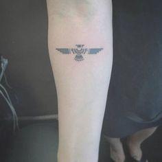 tatuajes de aguilas tribales en el brazo