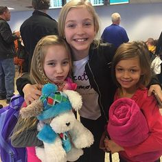 Brynn and some of the ALDC Mini's yesterday! They all flew out to LA to continue filming the show. Kenzie won't be there this week - see my previous posts! Dance Moms Minis, Brynn Rumfallo, Big Drama, Dance Mums, Drama Free, Dance Pictures, Best Tv Shows, Gymnastics, Cool Photos