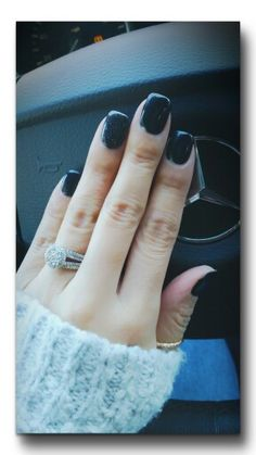 Black polish & sparkle on ring finger~