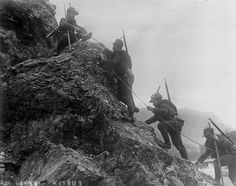 Between 1915 and 1918, Italy and Austria-Hungary fought a mountain war along their border. Italy had hoped to annex the Austrian Littoral, northern Dalmatia and the territories of present-day Trentino and South Tyrol. They had hoped to win these lands in a quick attack, but the offensive eventually descended into trench warfare, similar to the Western Front, but at high altitude and in cold conditions.