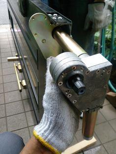 さいたま市大宮区にてピボットヒンジ交換