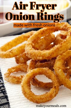 Crispy Air Fryer Homemade Onion Rings recipe - a healthier alternative to deep fried onion rings made in your air fryer/Ninja Foodi. Air Fryer Oven Recipes, Air Frier Recipes, Air Fryer Dinner Recipes, Deep Fryer Recipes, Air Fryer Rotisserie Recipes, Air Fryer Chicken Recipes, Onion Rings Air Fryer, Air Fryer Recipes Onion Rings, Onion Recipes