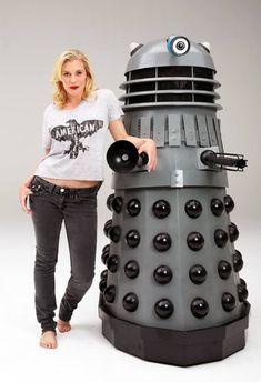 Katee Sackhoff (Battlestar's Starbuck) poses with her Dalek pal in a photoshoot for Geek Magazine. Kathryn Ann, Geek Magazine, Katee Sackhoff, Cuts And Bruises, The Tribulation, Tyler Durden, Dalek, Sylvester Stallone, Battlestar Galactica
