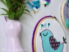 Cute upcycling of old kids clothing with an embroidery frame:  Eine Upcycling-Idee für alte Kindersachen, die als Stickrahmen-Bild toll zur Geltung kommen: