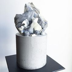 Don't tell Charles. So concrete, much marble ⬛️◻️ . #donttellcharles #concretecake #concrete #marble #interior #materials #texture #cakeart #architecture #sharpedges #buttercreamcake